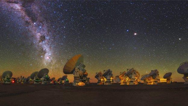 _78801538_c0226136-sky_above_alma_radio_telescope,_chile-spl