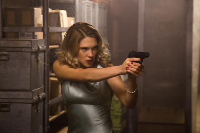 Lea-Seydoux-Gun-Spectre.jpg