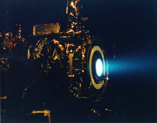 Ion_Engine_Test_Firing_-_GPN-2000-000482.jpg